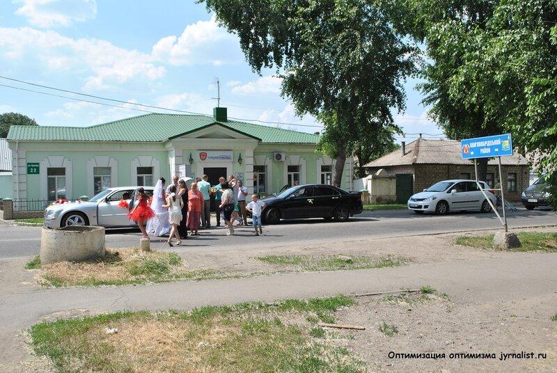 свадьба танцпол перед шлагбаумом луганск