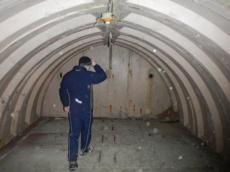Бетонные дуги подземелья заброшенных позиций ЗРК С-57