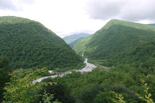 Вид на Гумисту по пути в Каманы