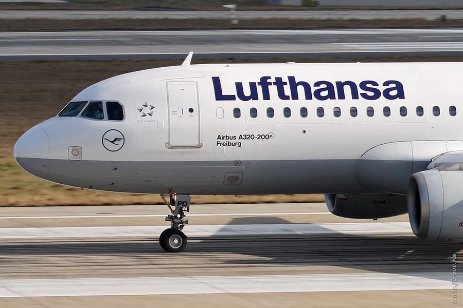 A-320_D-AIPD_Lufthansa_2_IST_for_.JPG