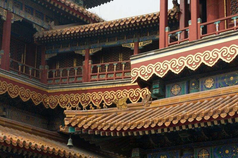Переход между зданиями и крыши, монастырь Юнхэгун, Пекин