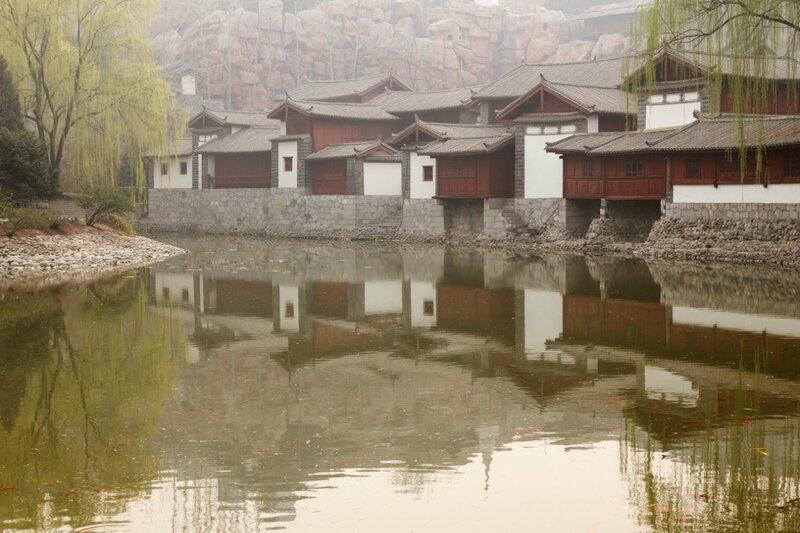 Старинные дома народности наси, Парк национальностей, Пекин