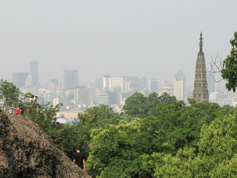 Пагода Баочу и небоскребы Ханчжоу