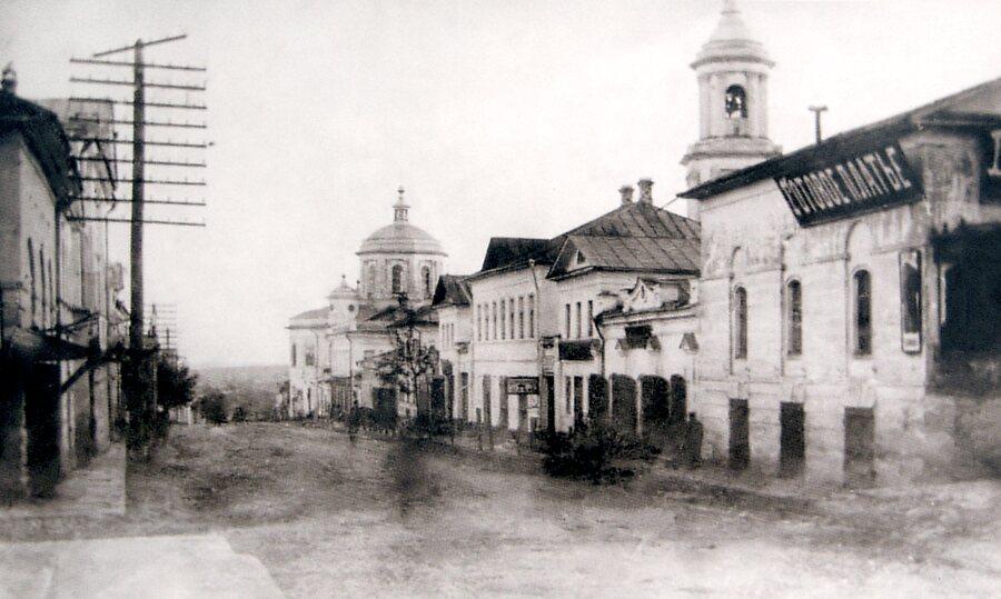 Вид на Успенскую церковь с Успенской улицы