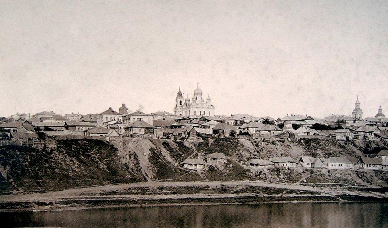 Вид на центральную часть Ельца из-за реки Сосны