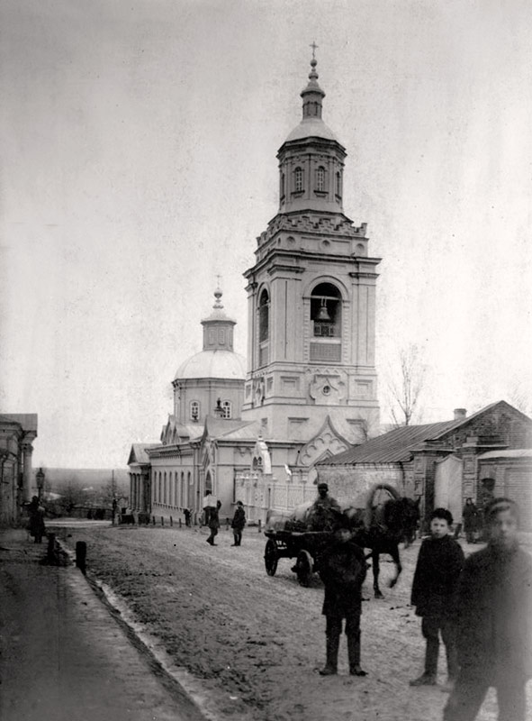 Вид на Преображенскую церковь с Кладбищенской улицы