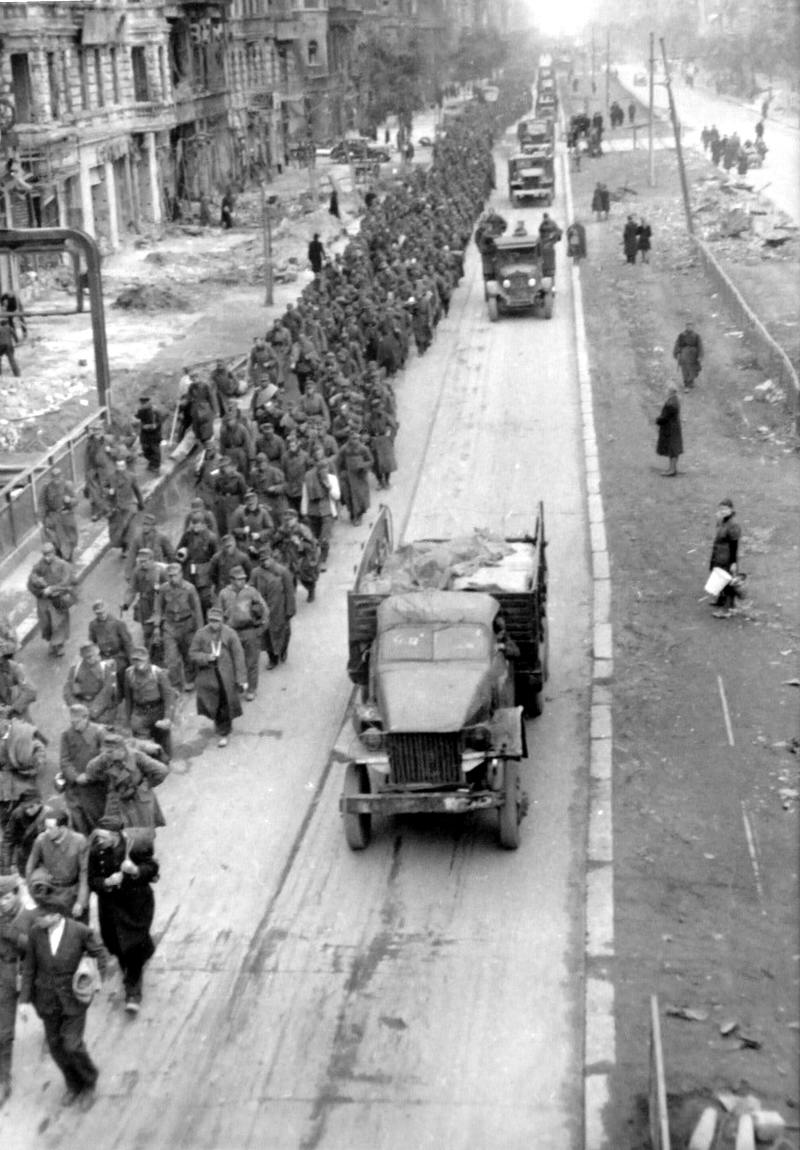 Падение Берлина на фотографиях весны 1945 года (22)