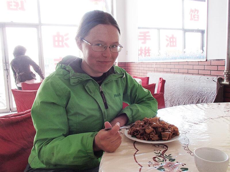 питаюсь в кафе на перекрестке у города Учуань во внутренней монголии