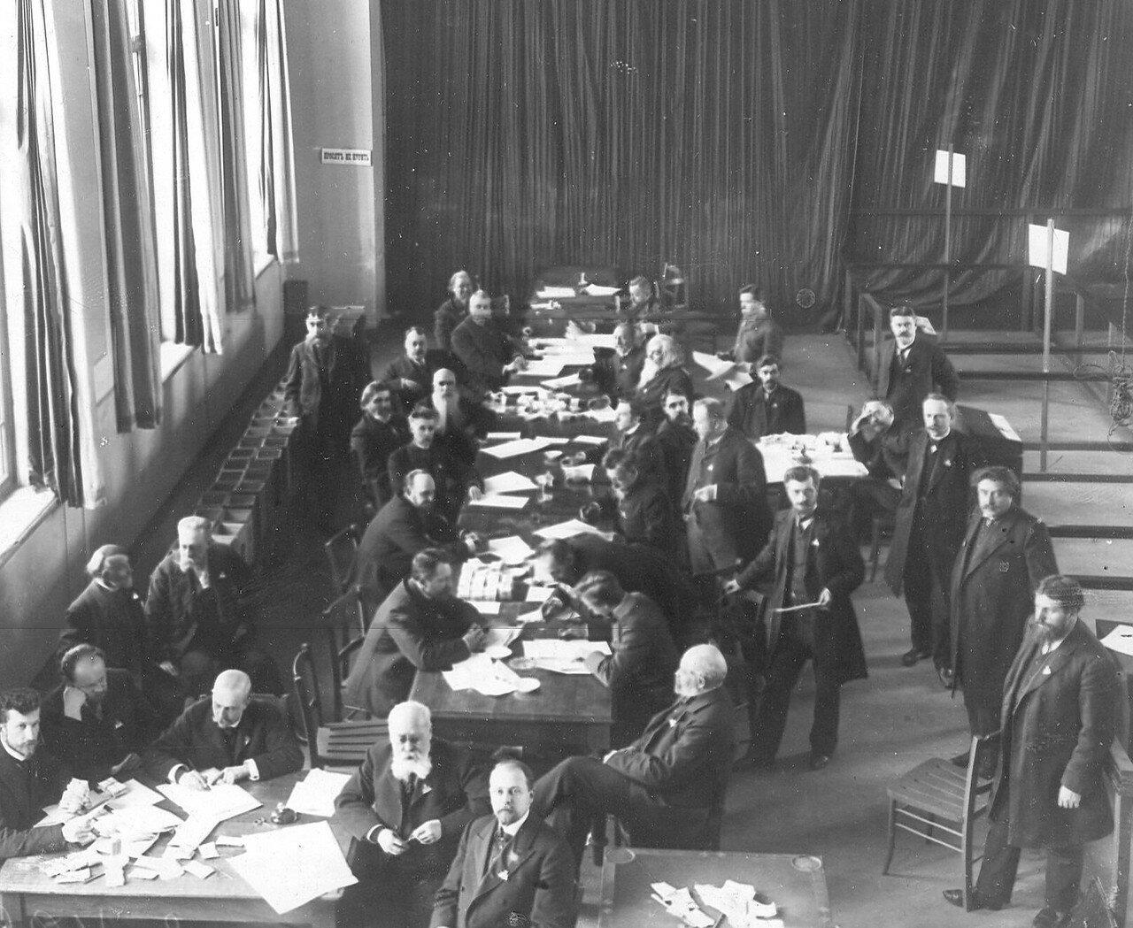 20 марта 1906. Подсчет голосов в Первую Государственную думу в Народном доме Л.Н.Нобеля