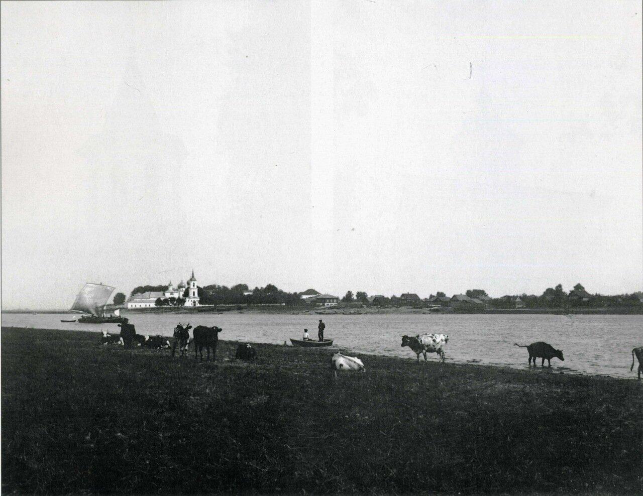 Вид на Антониев монастырь и Антониевскую слободу с реки Волхов
