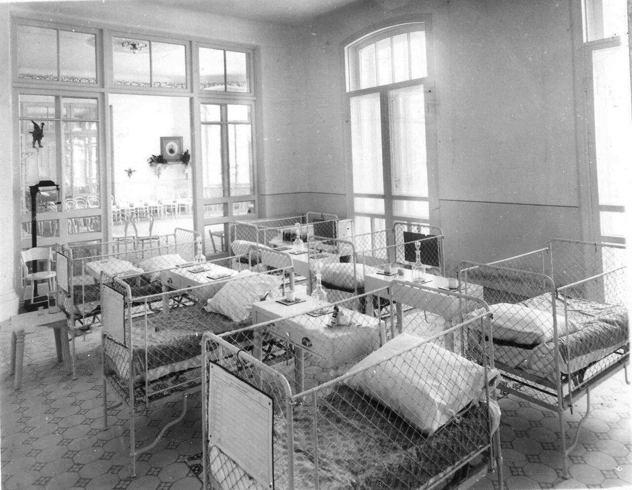 64. Палата в детской клинике женского медицинского института. 1913