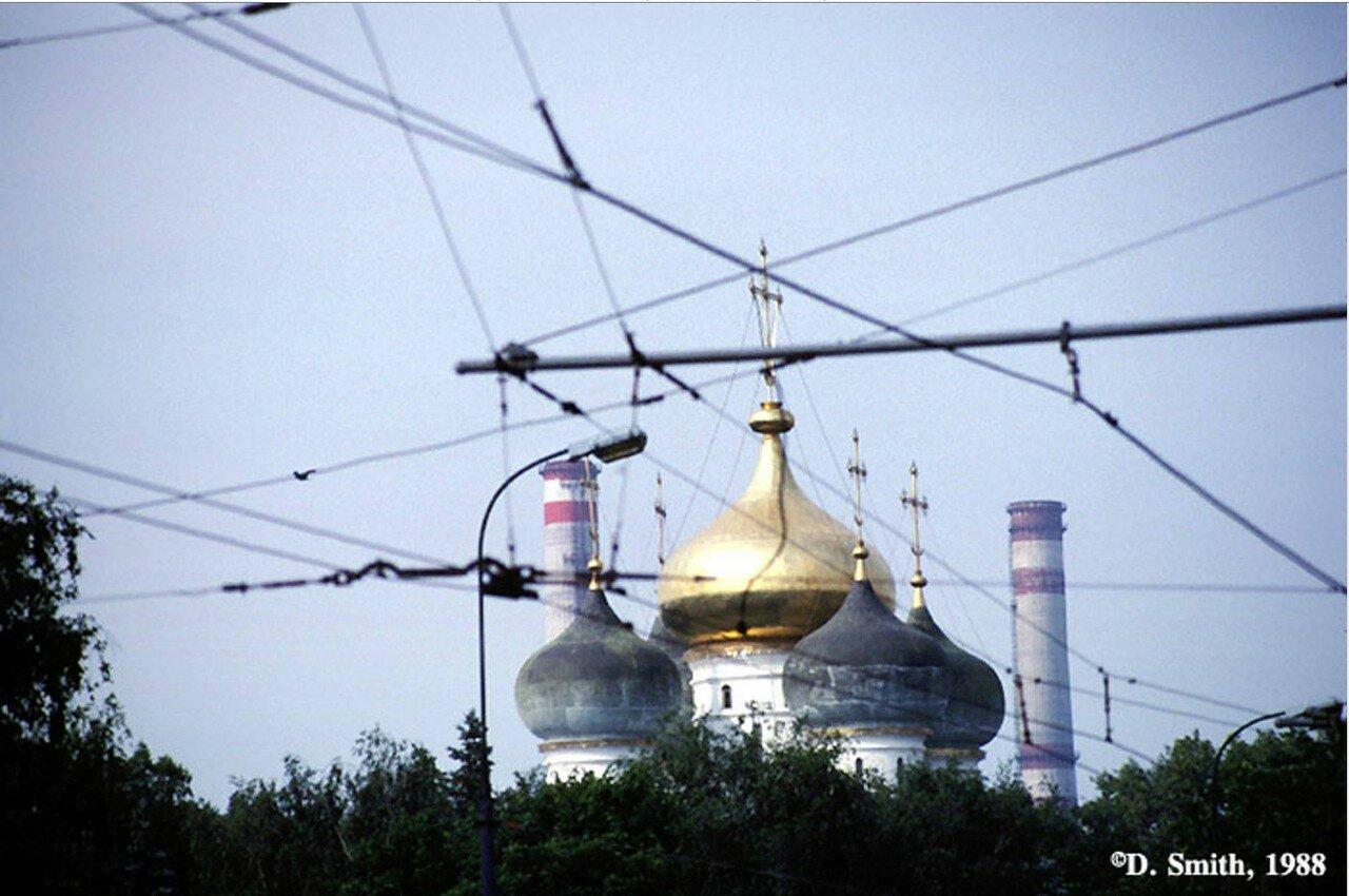 Купола неустановленной церкви (возможно снимок не иркутский)