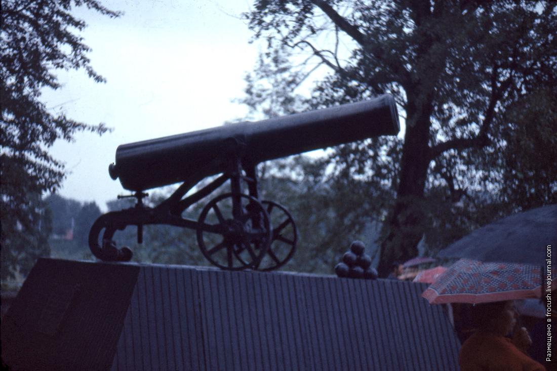 Петрозаводск. Комсомольский сквер. Пушка отливки 1852 года, установленная в июне 1974 года в честь 200-летия Онежского завода