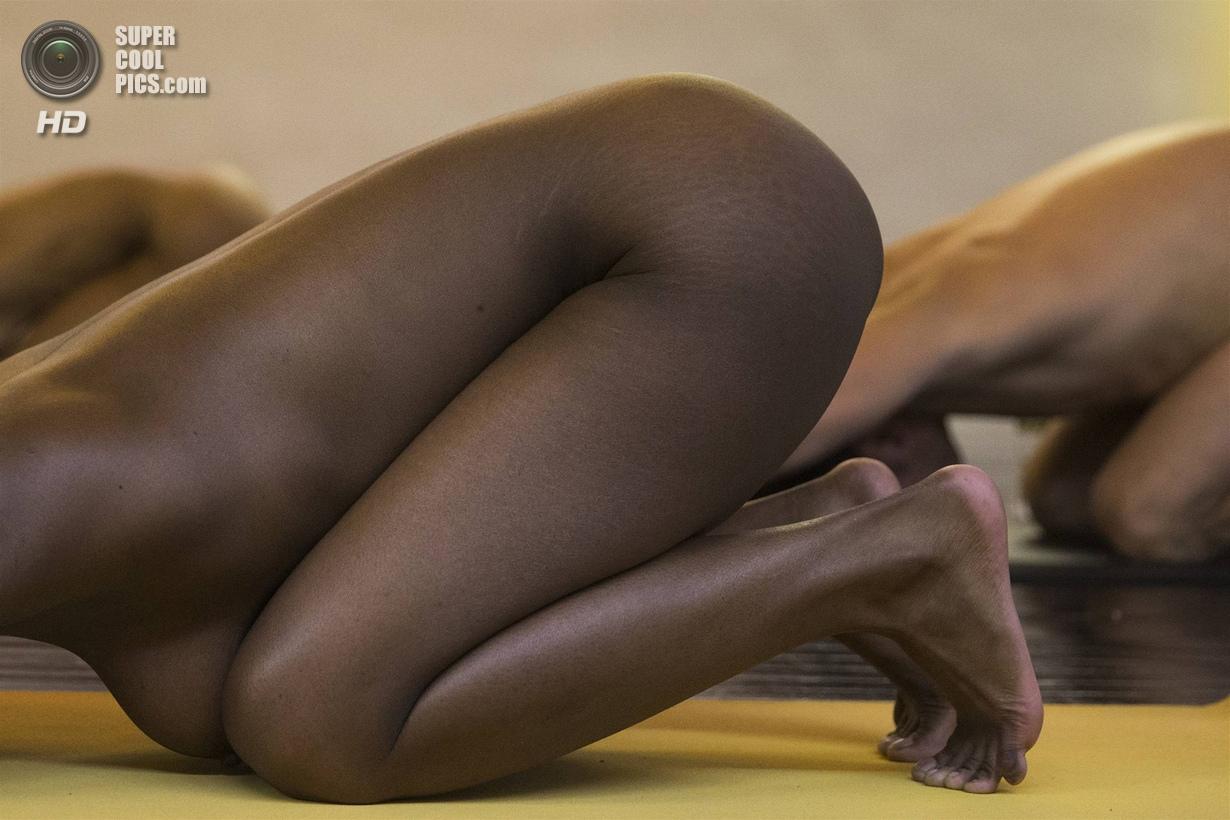 grey Йога в голом виде