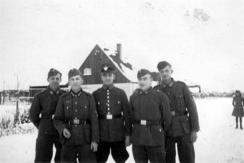 1941-1944 096