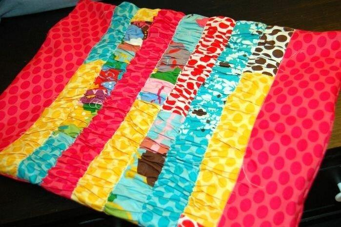 Как сшить яркую пышную подушку. How to sew a bright fluffy pillow.