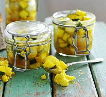 Пикули - одна из любимых закусок из овощей Джейми