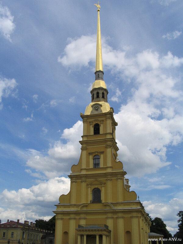 Главный шпиль Петропавловки, так и не лезет целиком в кадр