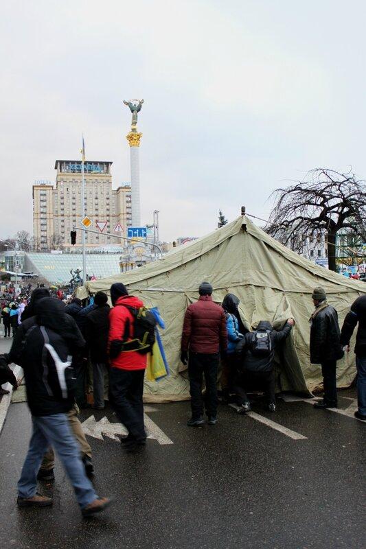 Палатка под Домом профсоюзов