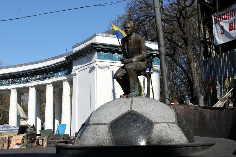 Памятник Валерию Лобановскому на Грушевского