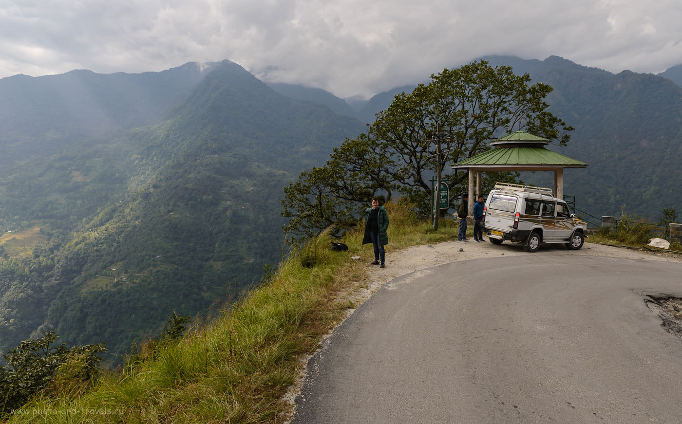 Фото 3. Остановка в горах по дороге в деревню Лачунг (Lachung). Отзыв об экскурсии в долину Yumthang Valley в штате Сикким в Индии. 8.0, 1/160, 160, -0.7 EV, 24.