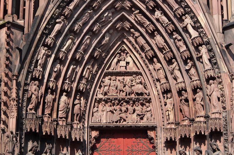 """Страсбургский собор. Левый вход. Тимпан """"Рождение и юность Христа"""""""