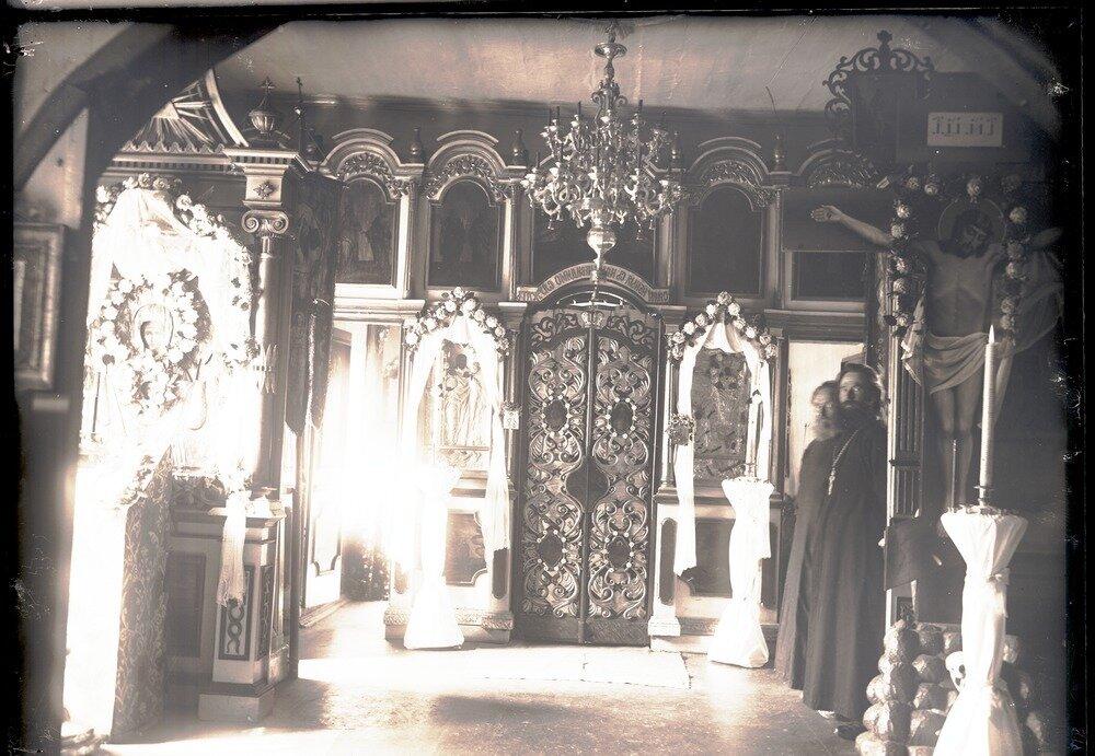 1913. Село Ларьяк.  Сельский храм. Интерьер