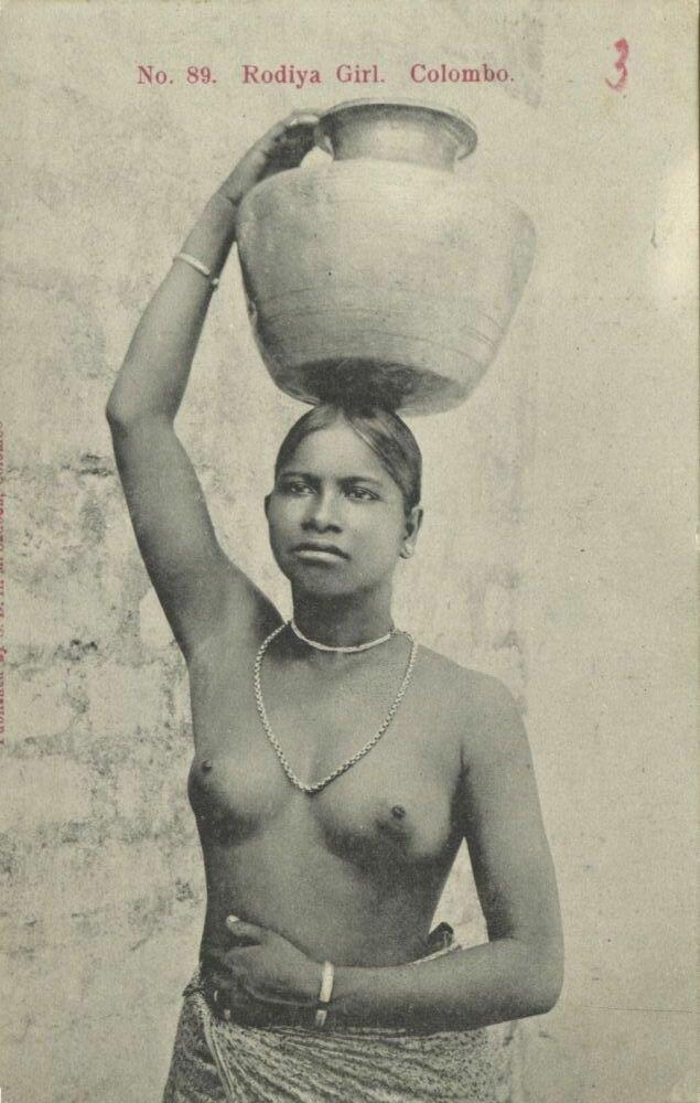Женщины касты Роди (Роди - каста неприкасаемых среди сингальцев, им запрещено прикрывать верхнюю часть тела)