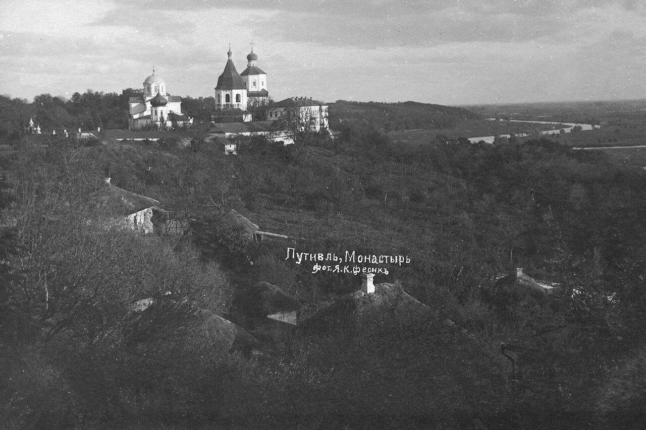 Вид на Молчанский монастырь