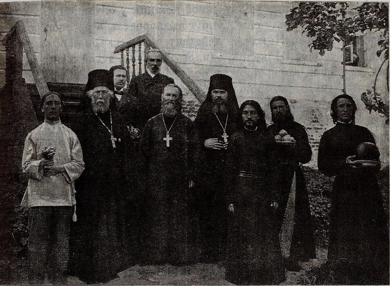 Иоанн Кронштадтский и братия Молчанского монастыря. 1914