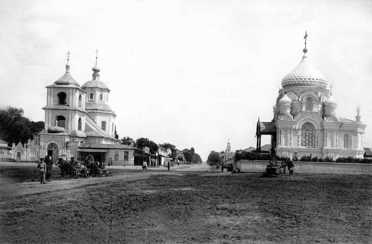 Рыночная площадь, Воскресенская церковь (слева) и Императорская часовня Александра Невского(справа),1910