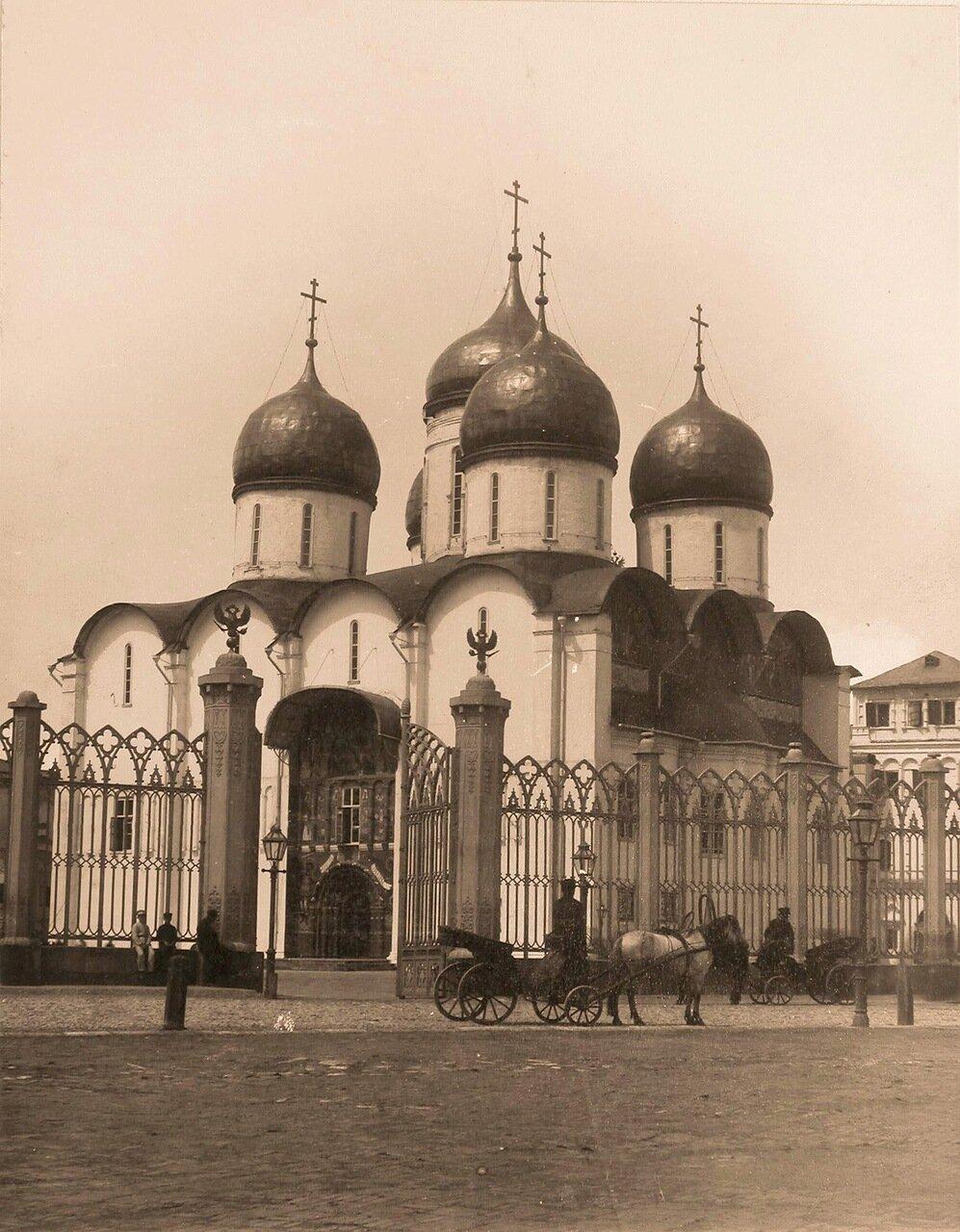Вид на Успенский собор в Кремле (построен в 1475-1479 гг. итальянским архитектором Аристотелем Фьораванти)
