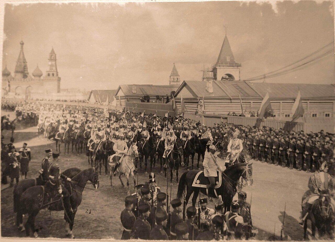 Лейб-гвардии Кавалергардский и Конный полки на территории Кремля в день торжественного въезда их императорских величеств в Москву