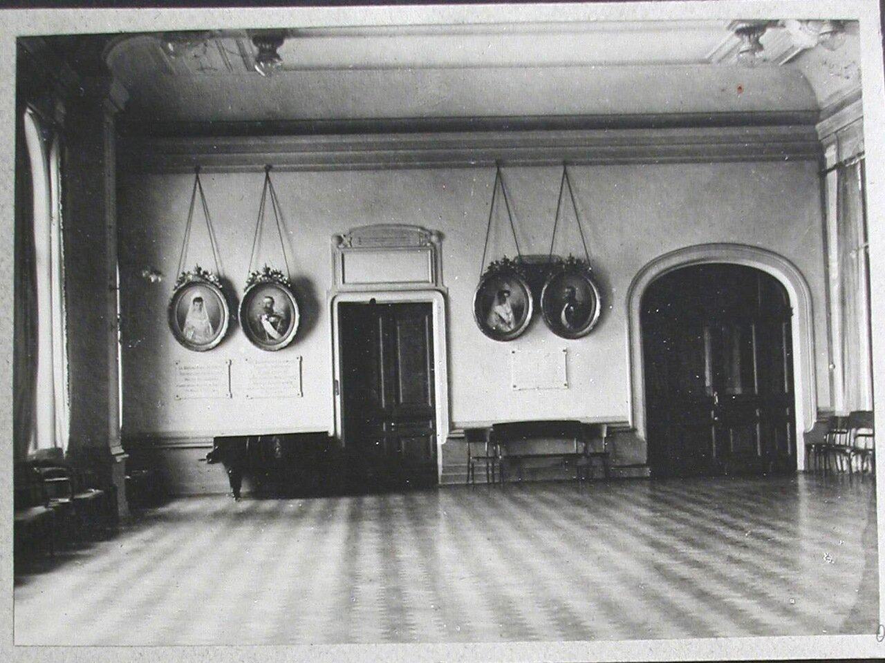 19. Вид части актового зала