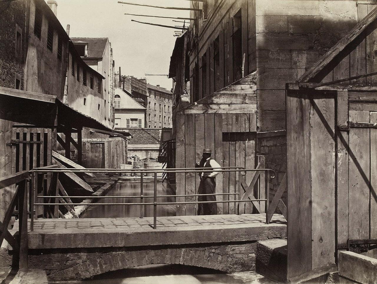 1865-1868. На берегу реки Bievre (в нижней части улицы Гобеленов)