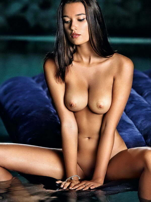hottest women in the world topless
