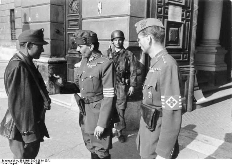 Budapest, ungarische Soldaten vor Verteidigungsministerium