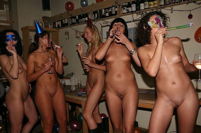 Групповое фото голых девушек на вечеринке порно