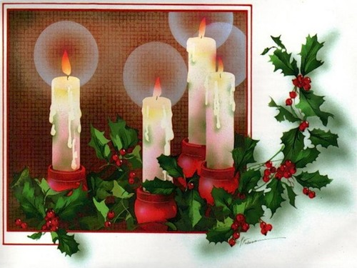 С Новым годом! Горят свечи, ветки с красными ягодами