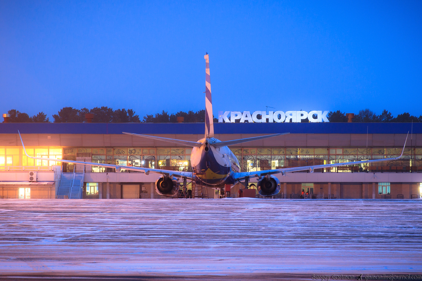 Табло аэропорта Емельяново Красноярск Отправление