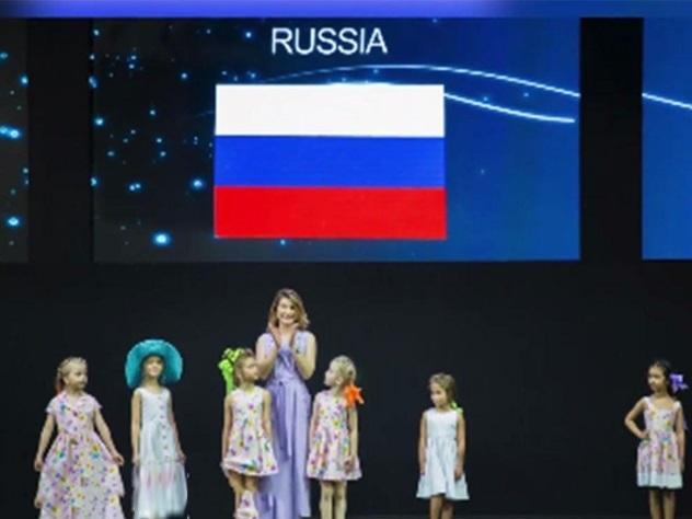 Нанеделе моды вРиме украинского дизайнера представили под флагом Российской Федерации