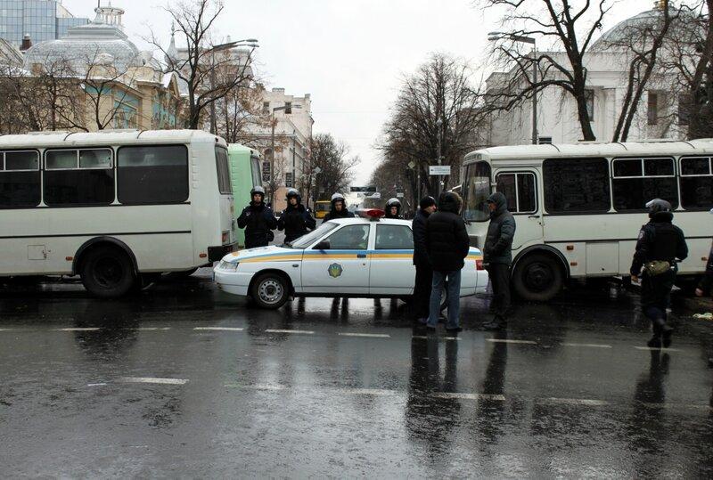 Кордон спецназа на Грушевского