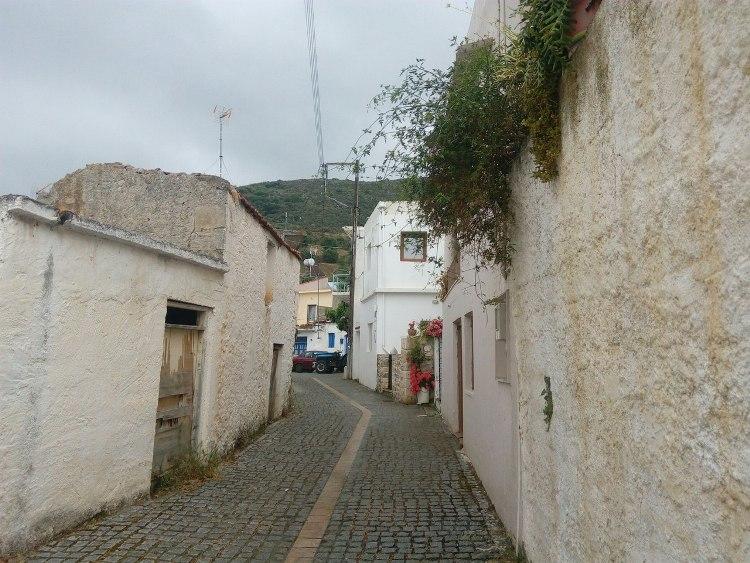 Узкие улочки городов Крита