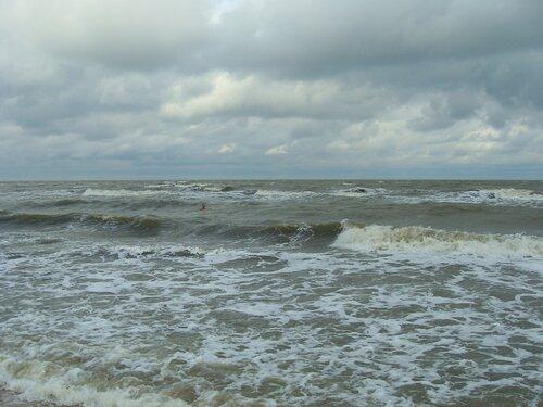 Утром, волнение при свежем ветре с моря