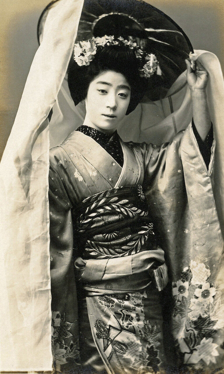1910. Майко (ученица гейши)