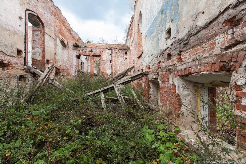 Руины замка в Колосово