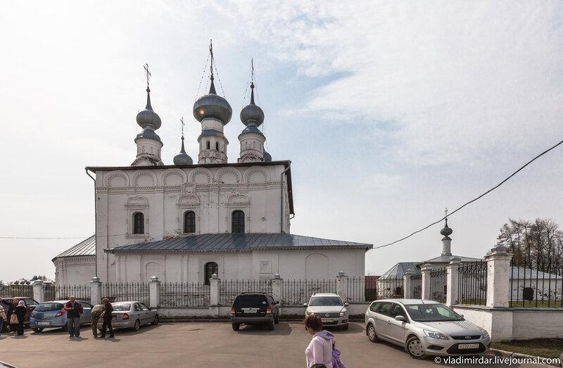 Петропавловская и Никольская церкви у стен Покровского монастыря в Суздале