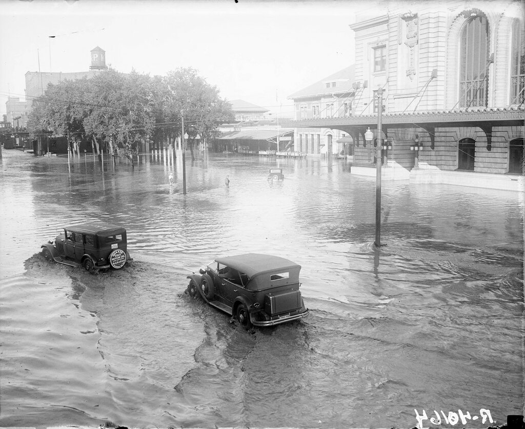 Union Station at 17th and Wynkoop Streets during the Cherry Creek flood from the Castlewood Dam break of 1933 August 4, Denver, Colorado