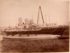 Общий вид яхты Ливадия у причала.