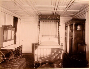 Вид одной из спальных комнат на яхте Ливадия.
